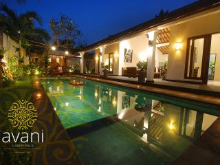 Villa AVANI - airport trans & breakfast included, Seminyak