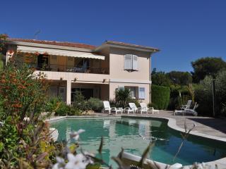 APPARTEMENT T3 dans villa avec piscine , prox mer