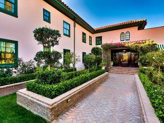 Villa Prospect, Sleeps 12, San Diego