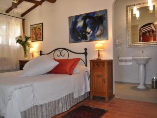 Suite room with bathroom near San Gimignano