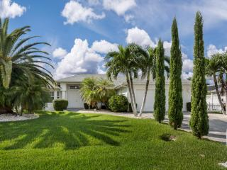 Villa Sunset Garden - Beautiful waterfront view!, Cape Coral