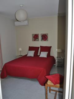 chambre avec lit 160 x 190 , et suite parentale