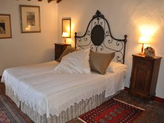 J. Suite room with bathroom near San Gimignano