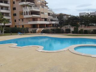 Opera apt. in a residential area w/ swimming pool, Cala Millor