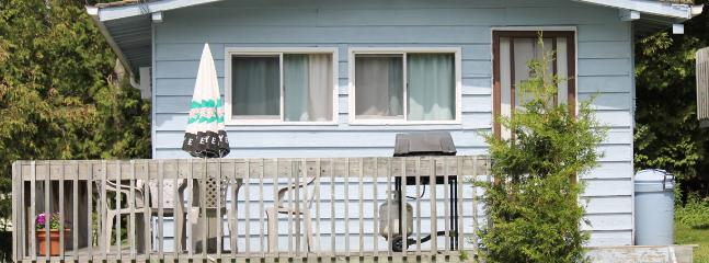 Twin Cedars Cottage 2 - Waterfront 2 bedroom