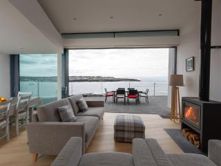 Spectacular cliff-side Retreat, Kilkee