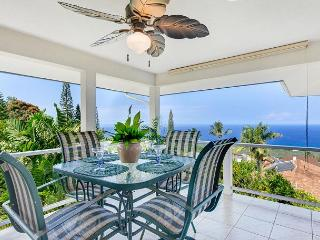 Spacious Three Bedroom Home, Minutes from Town with a Panoramic Ocean View!, Kailua-Kona