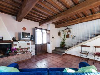 Appartamento in piccolo borgo Toscano