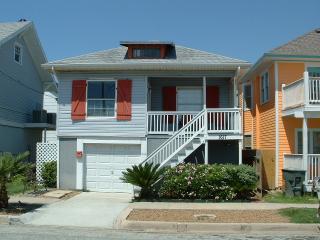 Gulfview Retreat/walk to beach/bring the dog!, Galveston