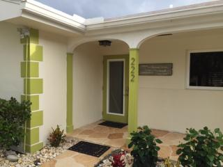 Neptune by the Sea-3 Blocks to Beach, Heated Pool, Lauderdale by the Sea