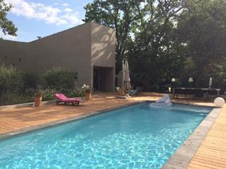 Holiday rental Villas Aix En Provence (Bouches-du-Rhone), 210 m2, 3 900 €