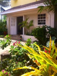 'CHEEZ DON BREAD' Apt. On Long Beach Barbados