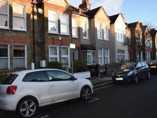 3 Bedroom house (A1), 3 bathrooms, 2 living room, Londres