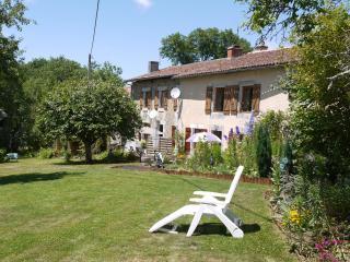 Les Petites Cerises Family Gite Charente, Massignac