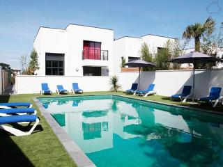 Patricio 191126 modern villa with private heated pool at 700 mtr. from the beach, Anglet