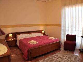 Casa La Rosa appartamento con tre camere da letto