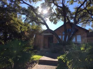 Private Entry Mini Apt - Affordable Luxury, San Antonio