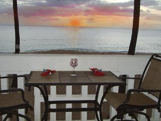 Direct Beachfront Condo $150/Night, Makaha
