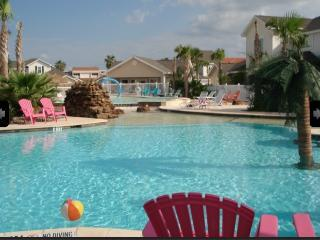 Beautiful Poolside North Padre Island 1BR Townhome
