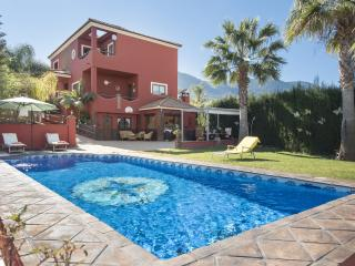 Large 6 bedroom private villa with pool and garden