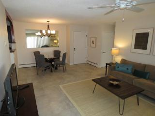Beautiful 2 Bedroom Condo Available Now!!!, Santa Fe