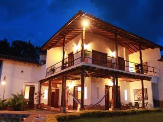 Casa en Barichara con piscina y capilla privada