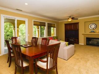Tranquil 3BR, 2BA Family Friendly Town Home, Newport Beach