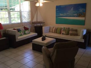 Walking Distance Beach, Garden Apartment PR