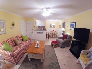 1BR Ground Floor Condo with Screened-in Porch!
