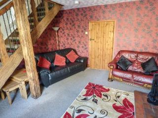 KINGSLEY VIEW,  inflatable hot tub, pet-friendly, fantastic base for exploring, in Kingsley, Leek, Ref 931351
