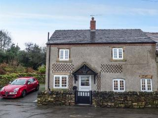 CLEMATIS COTTAGE, en-suite, Smart TV, WiFi, garden, fantastic walking and cycling, Kniveton, Ref 931554