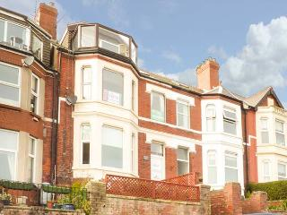 CROW'S NEST, ground floor apartment, WiFi, garden, in Barry, Ref 931866