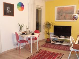 COSY VERY CENTRAL SAFE RESIDENCY&SURROUNDINGS NEAR PARK QUIET BRIGHT GARDEN VUE!, Parijs