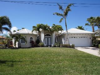 Villa Capri - Cape Coral 3b/2ba luxury home w/electric heated salt water pool/spa, gulf access canal, HSW Internet, Boat Dock with 10.000 lb Boat Lift