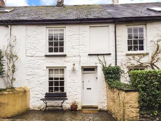 2 OAK VILLAS, character cottage, river access, WiFi, pet-friendly in Mylor Bridge Ref 925360