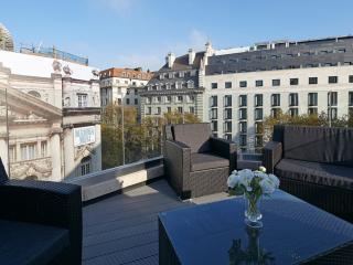 Crisp 3 Bedroom Penthouse in Covent Garden, London
