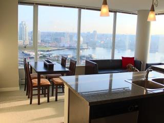 Amazing View - Prime location. Large Luxury Condo!, Vancouver