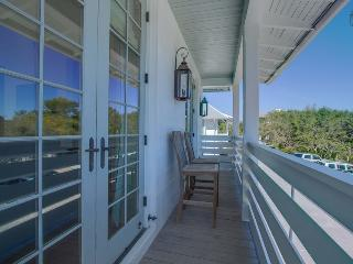 Luxury Carriage House near Rosemary Beach town center - New Providence Carriage House