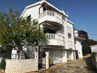Sea view apartment Nikica II near Trogir, Seget Vranjica