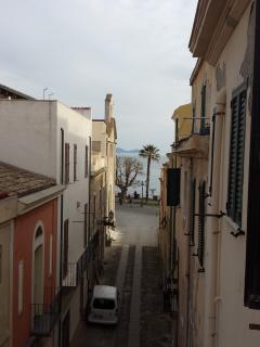 Via Cavour dal balcone della camera da letto / Cavour street from the bedroom balcony