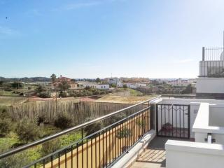 Cosy apartment with terrace & pool, Palomares del Rio