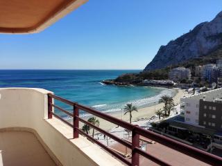 Beachfront apartment with sea view and pool (18B), Calpe