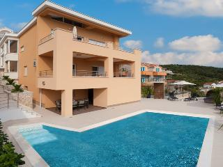 Luxury apartment Karolina with pool
