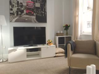 NEW! LUXURY 2BED/2BATH COVENT GARDEN! 3min to tube, London
