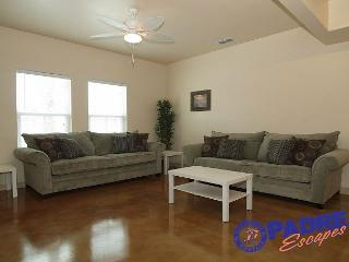 The Big Beach Walk Getaway sleeps 20 guests & is Close to the Beach!, Corpus Christi