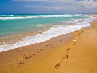 VILLA GISOLE 100 mt FROM EXCELLENT SAND BEACH WIFI, Cefalu
