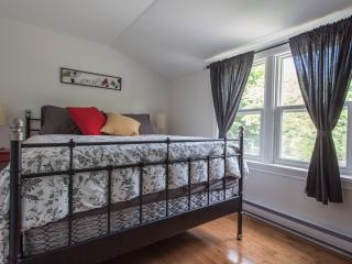 1 cozy bedroom, close to lake and downtown., Orillia