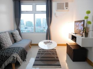 Cozy unit w/ amazing view, Taguig City