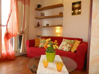 Delightful apt, amazing view, 5 min beaches,5Terre, Ameglia