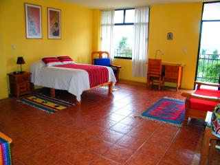 Large private room w/full bath, private entrance, Tlaxcala